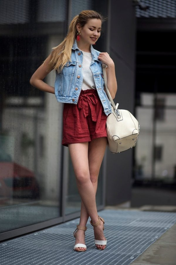 cotton-shorts-summer-outfit-with-denim-vest-jean-vest-outfits-bmodish