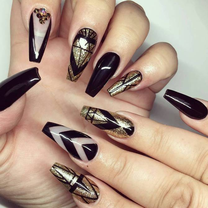 Black Nail Art: Glamorous Black And Gold Nail Designs