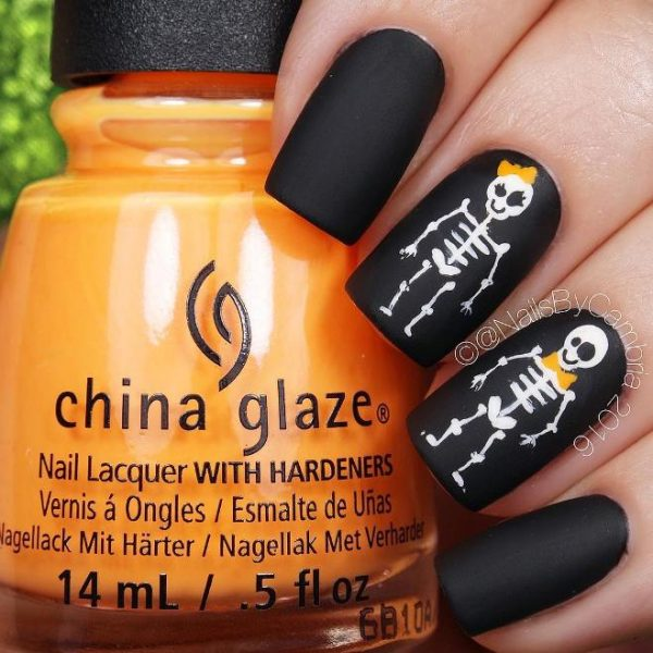 32 Delightfully Spooky Halloween Nail Art Designs - Be Modish