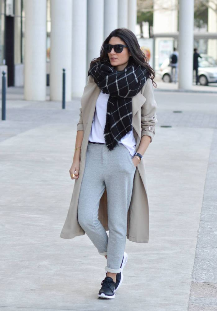 pantalon jogger pants with trench coat spring outfit bmodish