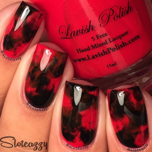 smooky black and red nail design